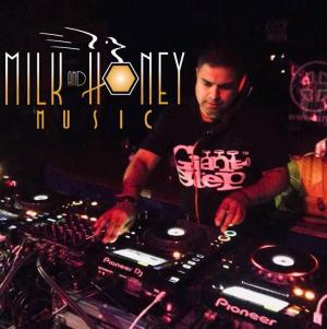 Guest Mix Yogi Milk & Honey Square